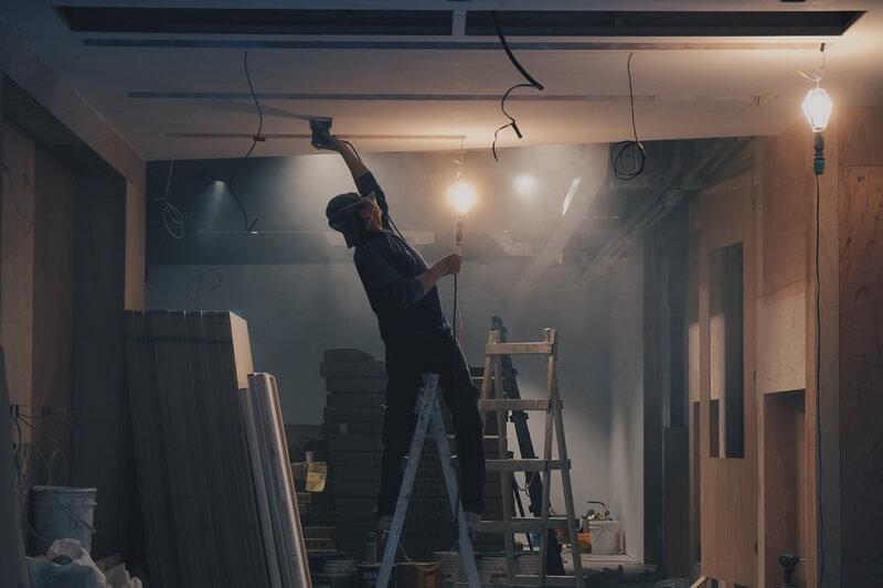 ile kosztuje remont i wykończenie modernizacja mieszkania z łazienką kuchnią sypialnią i balkonem